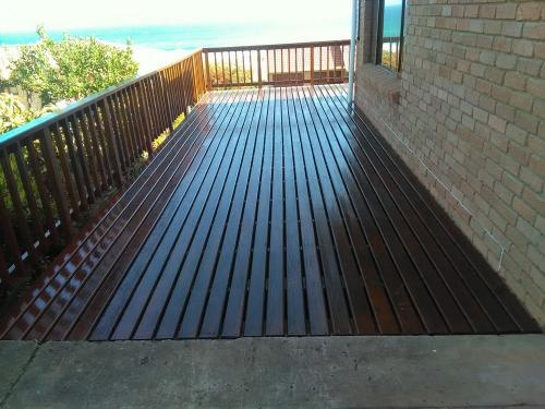 garden decking wilderness