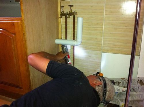 owner-Fanus-Heyns-fixing-sink