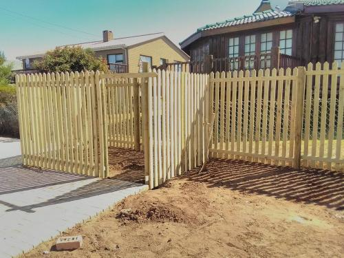 wooden picket fencing george
