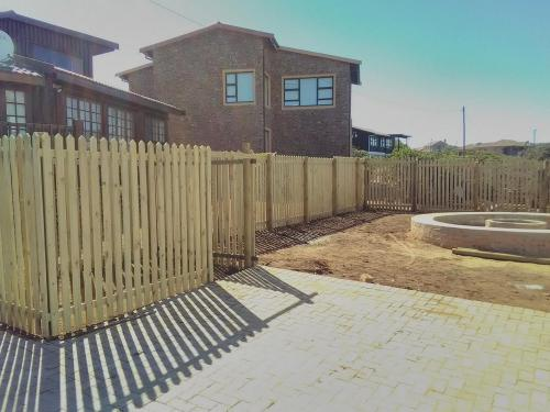 wooden picket fencing mossel bay
