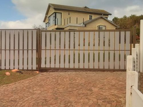 wooden picket fencing sedgefield